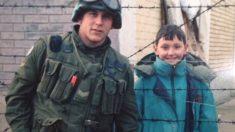 Soldado canadense não esquece menino que conheceu na Bósnia devastada pela guerra. 24 anos depois, ele o localiza