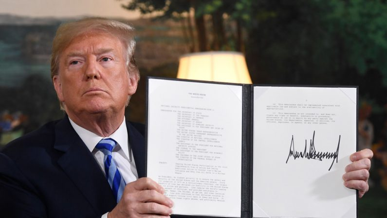 """EUA: Trump deixa acordo nuclear com Irã, ordena reimpor sanções """"máximas"""""""