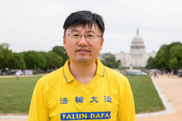 Zhang Huidong participa da comemoração do Dia do Falun Dafa no National Mall en Washington, em 5 de maio de 2018 (Samira Bouaou/Epoch Times)