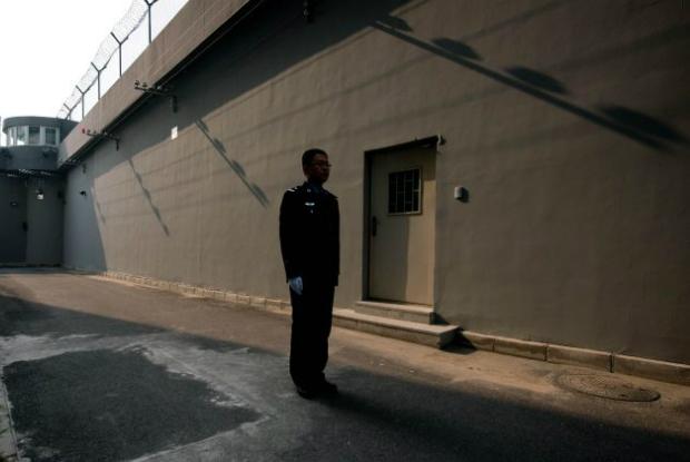 Punida por sua fé, ex-médica de 75 anos é mantida em prisão domiciliar