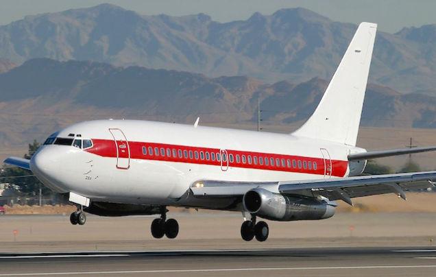 Essa companhia não vende passagens, usa aviões Boeing 737 não registrados, não possui nome e transporta pessoas de Las Vegas para a Área 51, a base secreta da Força Aérea dos EUA (Epoch Times)