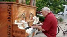 Idoso toca piano na rua e surpreende. Confira sua performance!