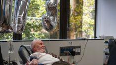 Este homem precisou de múltiplas transfusões de sangue para sobreviver… agora seu sangue já salvou milhões de vidas!