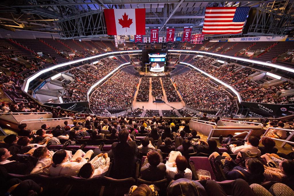 Uma visão de grande angular da Capitol One Arena com mais de 9 mil praticantes do Falun Gong participando de uma conferência, em Washington, em 21 de junho de 2018. A Arena é o lar da equipe campeã da Liga National de Hóquei, o Washington Capitals (Edward Dye/The Epoch Times)