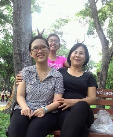 Bao My com sua mãe no Vietnã (DKN.tv)