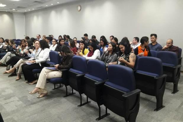 Brasil: Falun Dafa é apresentado em evento de segurança do trabalho na empresa Hewlett Packard