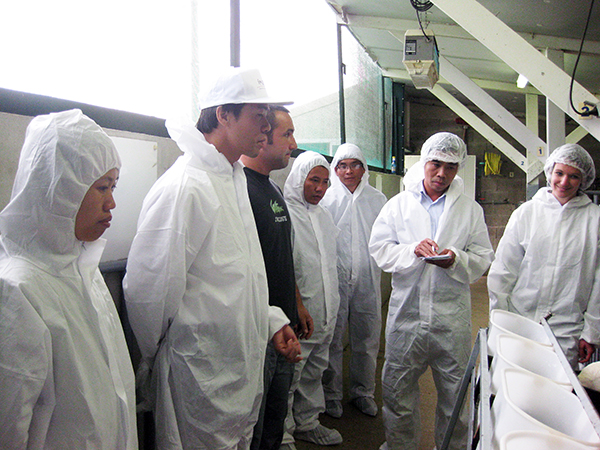 O Dr. Dao Huy Phong visitou e trabalhou em um centro de pesquisa na França (DKN.tv)