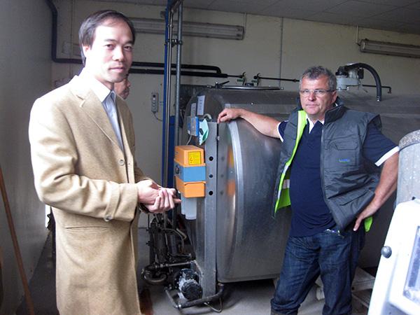 Dr. Dao Huy Phong durante uma visita a trabalho em um centro de pesquisa na França (DKN.tv)