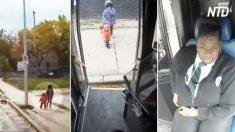 Motorista de ônibus vê crianças na rua – depois de falar com elas, ela imediatamente chama a polícia