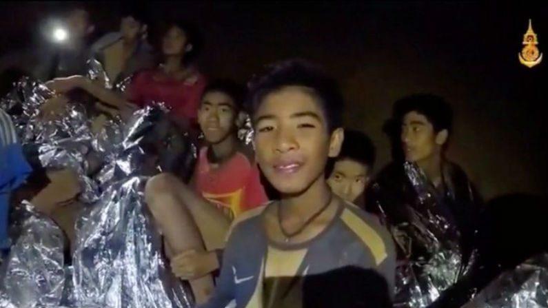 Equipes de resgate iniciam operação para resgatar garotos tailandeses presos em caverna