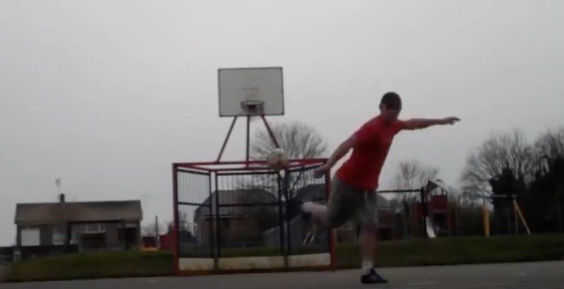Esse homem coloca a bola onde quer – você tem que ver os movimentos dele
