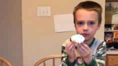 Garoto chora ao comer bolinho que revela o sexo do bebê