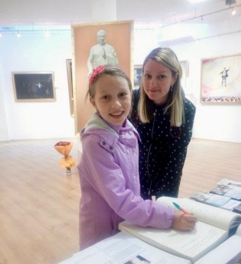 Mãe e filha russas (Minghui.org)