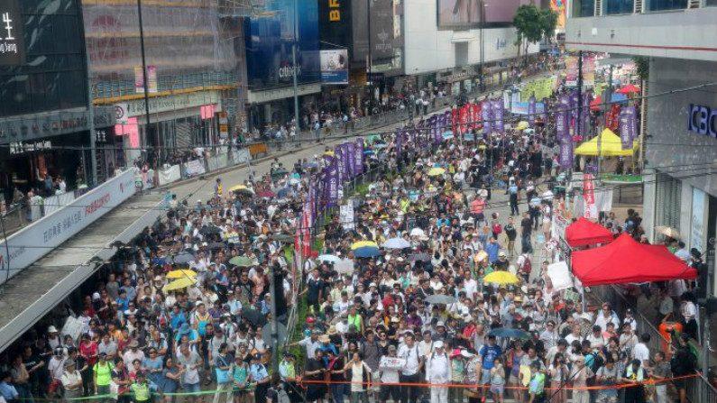 População de Hong Kong protesta contra regime de Pequim no 21º aniversário da entrega à China
