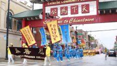 Desfile de praticantes do Falun Dafa ilumina bairro chinês em Chicago