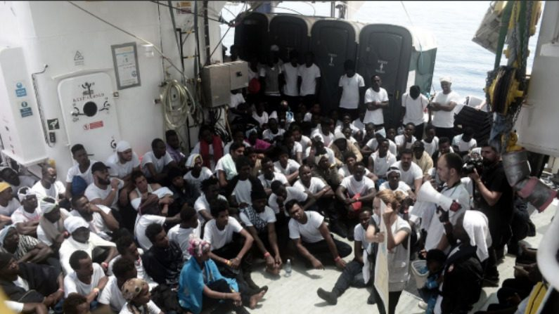 Imigrantes a bordo do navio Aquarius (MSF)