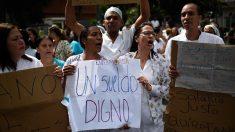 Trabalhadores de saúde venezuelanos mantêm protestos e pedem apoio popular