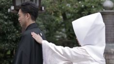 Bela cerimônia de casamento tradicional japonesa é cheia de significados por trás de cada movimento