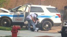 Vídeo de moradores ajudando policial que bateu em uma árvore no meio de perseguição se torna viral