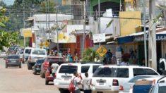 Alvos de protestos, 1.200 venezuelanos saem do Brasil por Paracaima
