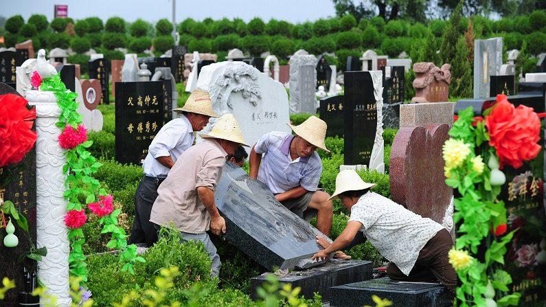 Confisco de caixões, a nova medida da China para proibir enterros
