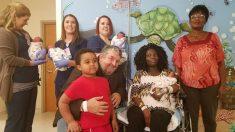 Mãe espera trigêmeos mas médicos encontram quarta criança durante parto