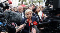 Le Pen exige que França feche os portos para embarcações com imigrantes