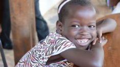 Menina africana adotada por casal dos EUA revela a verdade sobre sua família após aprender inglês