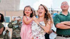 Marido militar volta de missão após 250 dias e emociona família