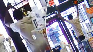 Funcionária esperta prende ladrão em loja durante roubo