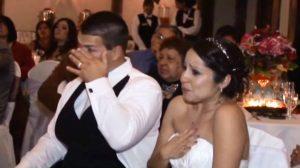 Pai canta música em linguagem de sinais para filha e causa comoção geral em casamento