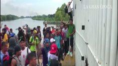 Migrantes com destino aos EUA atacam polícia na fronteira entre Guatemala e México (Vídeo)