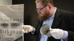 Caneca descoberta em Auschwitz revela segredo oculto
