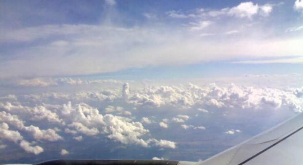 Quanta radiação recebemos quando viajamos de avião? Vista da janela para o exterior sobre os Andes. (A.Gubin/Epoch Times)