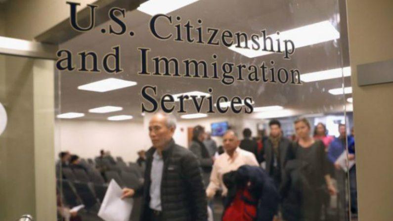 Milhares de asilados chineses nos EUA podem ser deportados por fraude de imigração