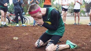 Corredor com paralisia cerebral fica aos prantos ao receber patrocínio da Nike
