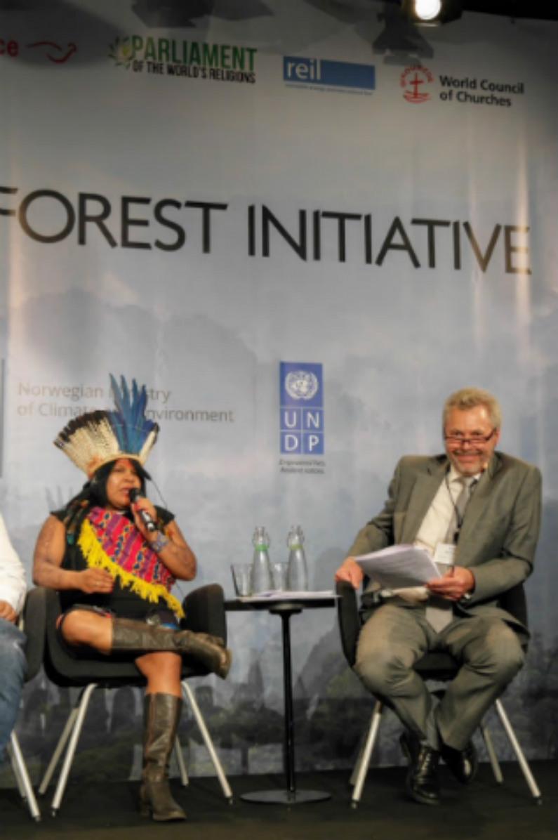 Sônia Guajajara deblaterou contra bancadas ruralista e evangélica e reivindicou o legado ideológico do PT e do CIMI (Blog Ecologia, Clima e Aquecimento)