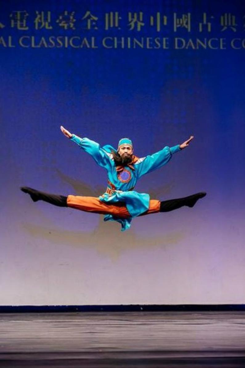 """""""Lealdade Eterna"""" por Xinlong Liu de Fei Tian Academy of the Arts. Ele foi um dos vencedores do prêmio de ouro da divisão júnior masculina (Minghui.org)"""