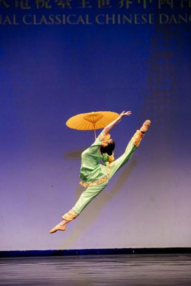 """""""Chuva no Sul do Rio"""", por Meilian Yang, do Fei Tian Academy of the Arts. Ela foi uma das vencedoras do prêmio de ouro da divisão júnior feminina (Minghui.org)"""