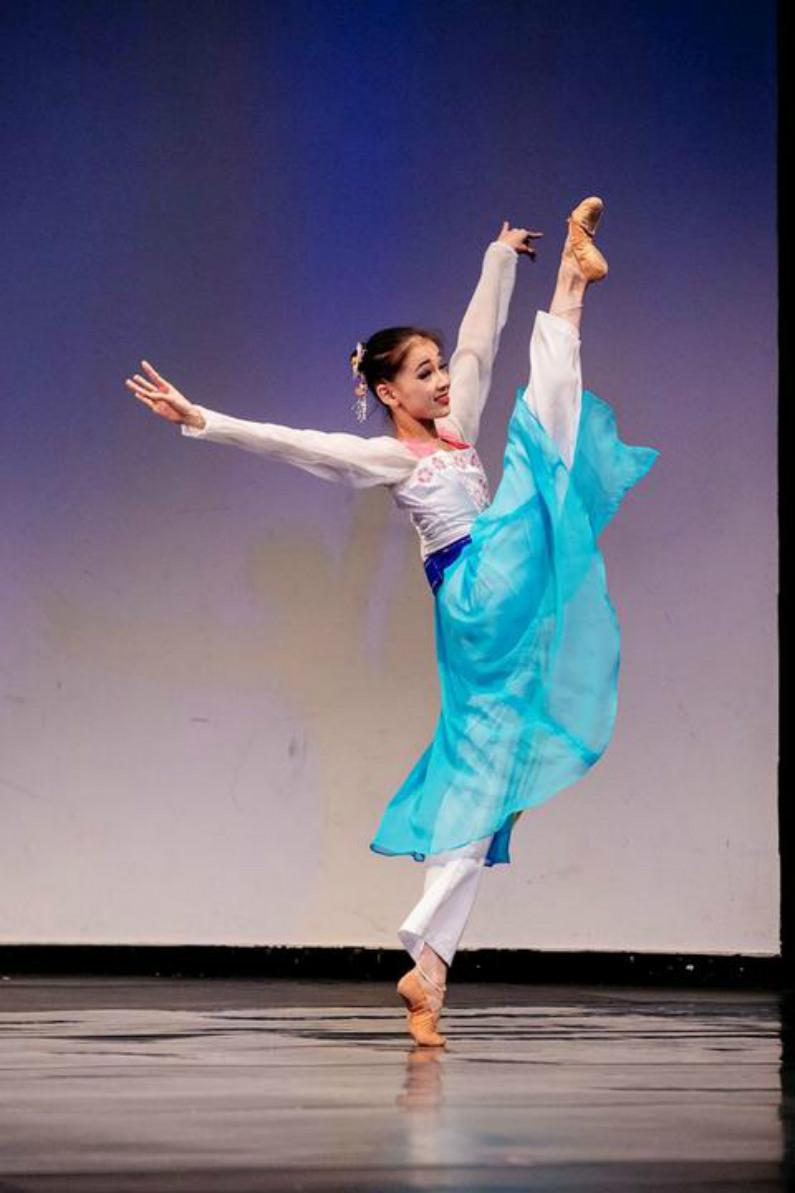 """""""Primavera no Pátio"""", por Zhongtian Zhang, do Japão. Ela também ganhou o prêmio de ouro da divisão júnior feminina (Minghui.org)"""
