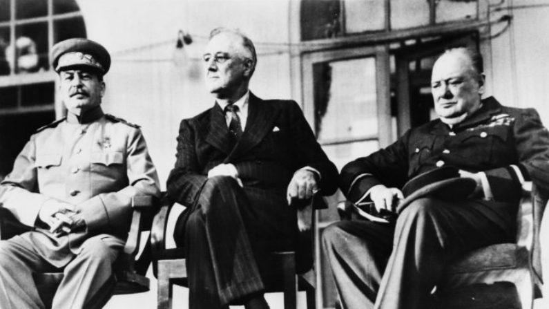 Em 16 de novembro de 1933, os EUA começaram a se afastar da realidade