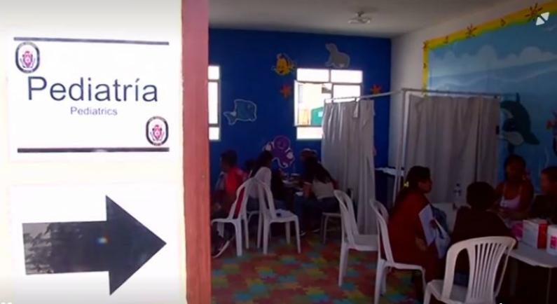 Atendimento pediátrico a bordo do navio US Comfort em Paita, Peru (Reuters)