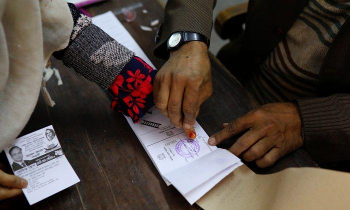 Confrontos, denúncias e muitas turbulências nas eleições de Bangladesh