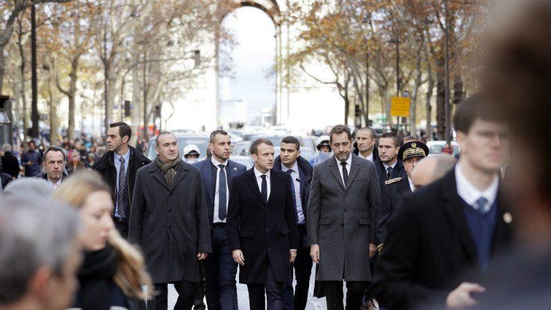 Macron visita Arco do Triunfo para comprovar danos após distúrbios em Paris