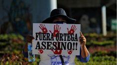 Ditador da Nicarágua fecha canal de TV e prende jornalistas para impedir notícias