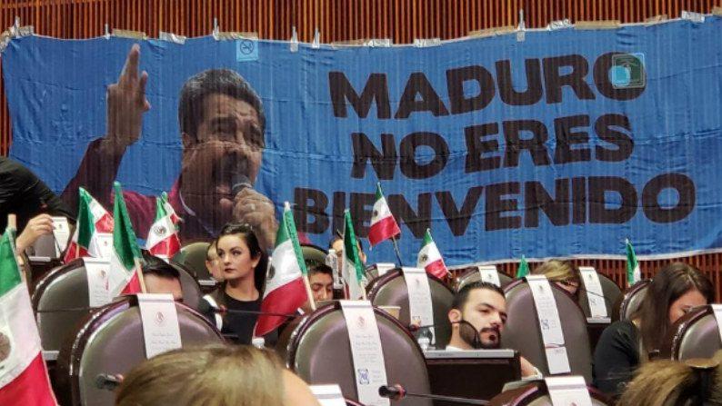 Assim foram os protestos contra Maduro e seu governo socialista no Congresso do México