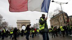 """Com violência e tom de ultimato, """"coletes amarelos"""" fazem a 18ª manifestação"""
