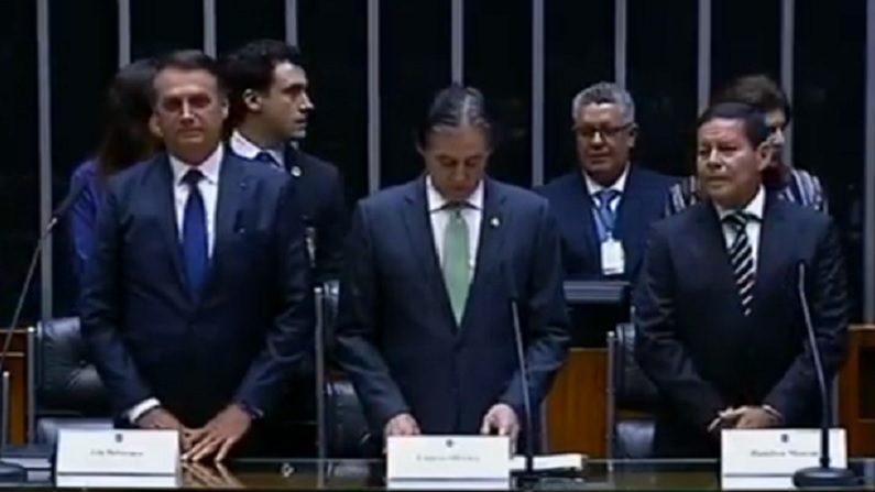 Bolsonaro toma posse e é o novo presidente do Brasil (vídeo)