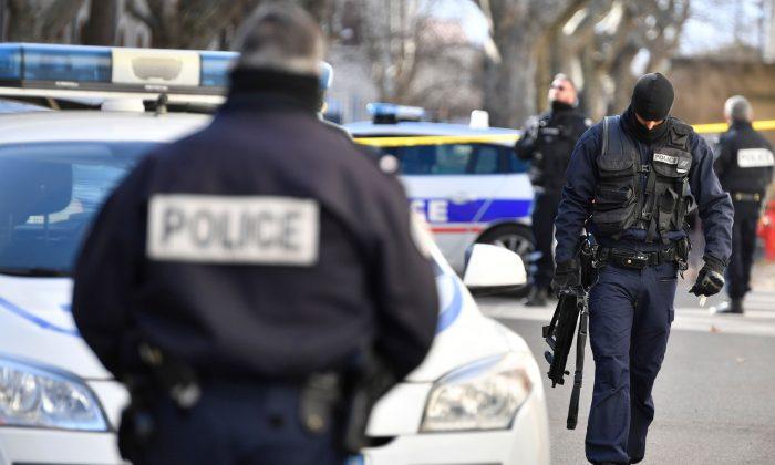 Gangue armada liberta prisioneiro no sul da França