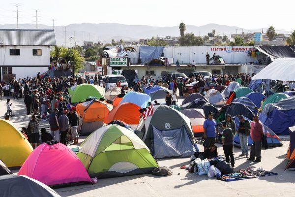 Acampamento de migrantes a 16 quilômetros da fronteira dos EUA, no bairro Mariano Matamoros de Tijuana, México, em 2 de dezembro de 2018 (Charlotte Cuthbertson/Epoch Times)